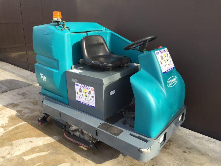 Ex-Hire Tennant T 15 (Battery) Ride on Floor Scrubber Drier