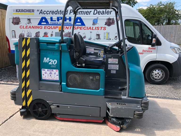 Ex-Hire Tennant M20 (LPG) Ride on Combination Floor Scrubber Dryer